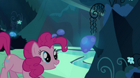 Pinkie Pie clone about to eat the mushroom S3E03