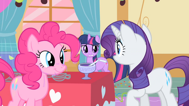 File:Rarity looking to Twilight for help S01E25.png