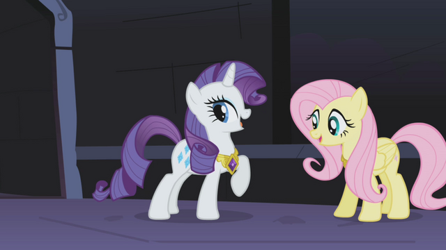 File:Rarity with her tail again S01E02.png