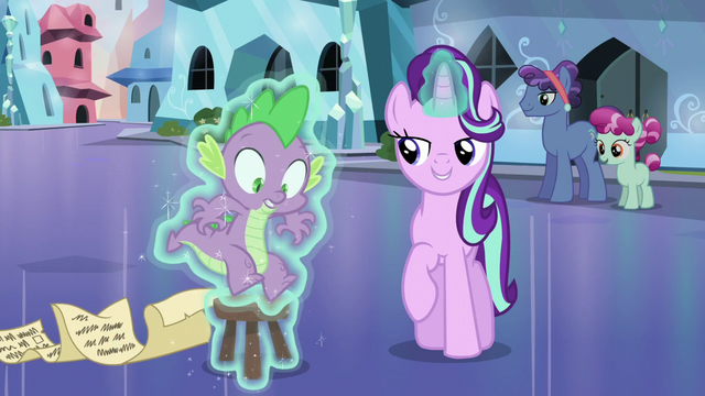 File:Starlight levitates Spike onto the stool S6E1.png