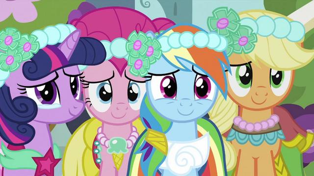 File:Twilight, Pinkie, Rainbow and Applejack S2E26.png
