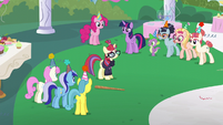 Moon Dancer surrounded by friends S5E12