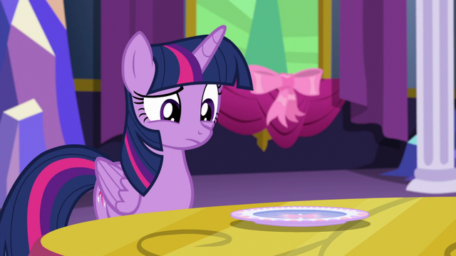 File:Twilight looking at the plate S06E06.png