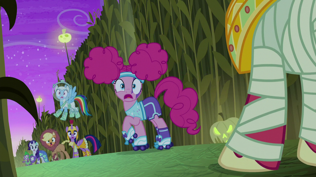 File:Big Mac appears behind the main cast S5E21.png