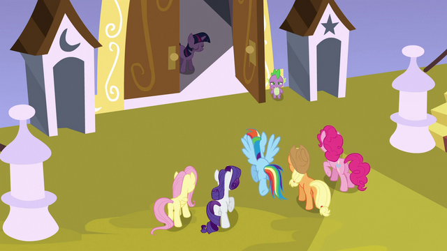 File:Twilight at doorway S3E2.png
