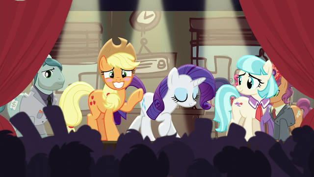 File:Rarity bowing, Applejack blushing S5E16.png