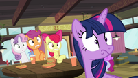 Twilight sees what's behind her S4E15