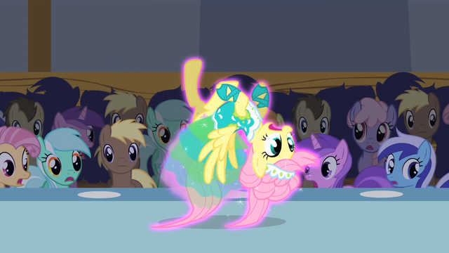 File:Fluttershy upside down S1E20.png