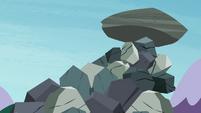 Giant boulder wobbling S4E18