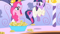 Pinkie Pie scares Twilight S1E20