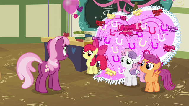 File:CMC showing Cheerilee the card S2E17.png