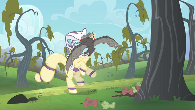 File:Rarity freaks out S4E07.png