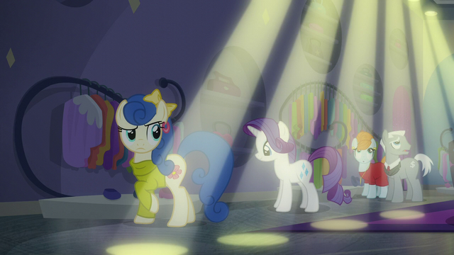 File:Bubblegum Blossom notices spotlights S6E9.png