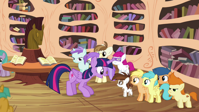 File:Twilight talking to Pipsqueak S4E15.png