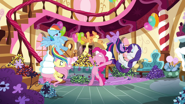 File:Pinkie Pie throws her friends away S4E18.png