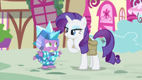 Spike 'accepts' Rarity's gift S4E23