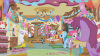 Gilda wants Rainbow Dash to leave with her S1E05