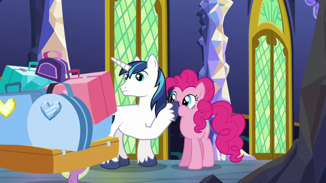 File:Spike carrying loads of luggage S5E19.png