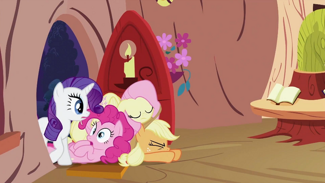File:Twilight Sparkle's friends opening door S2E03.png