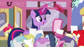 Twilight signing autographs S4E15.png