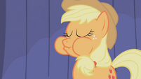 Applejack eats an apple S1E06