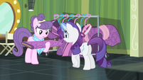 Rarity giving her fabric to Suri S4E08