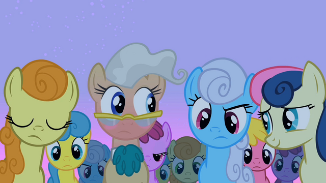 File:The ponies come to look at Smarty Pants S2E03.png