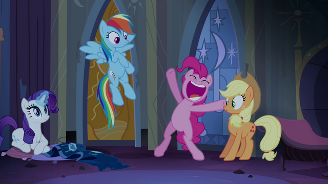 "File:Pinkie Pie ""most daring pony!"" S4E03.png"