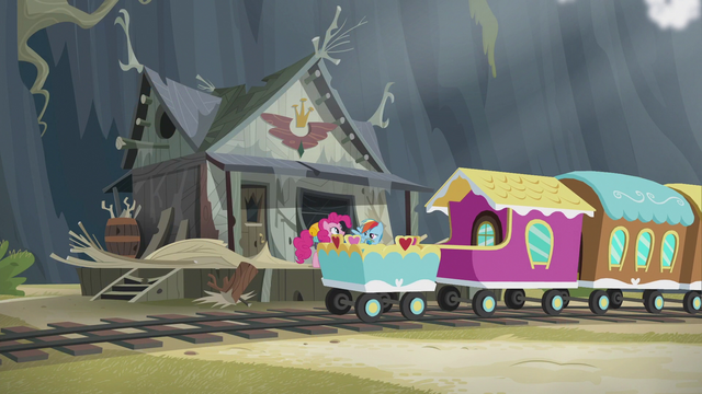 File:Pinkie and Rainbow out of the train S5E8.png
