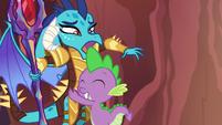 Ember uncomfortable by Spike's hug S6E5
