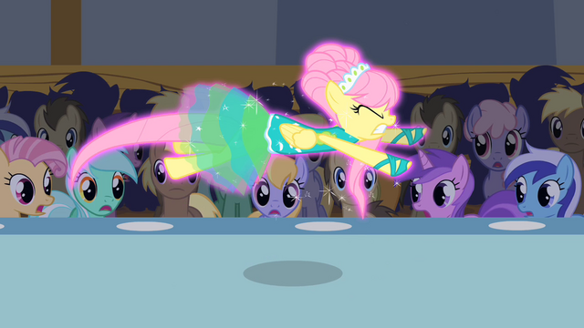 File:Fluttershy flying without wings S1E20.png