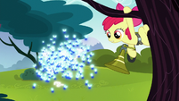 Apple Bloom tries to catch twittermites S5E4