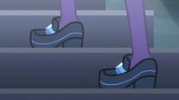 Twilight Sparkle climbing stairs EG3