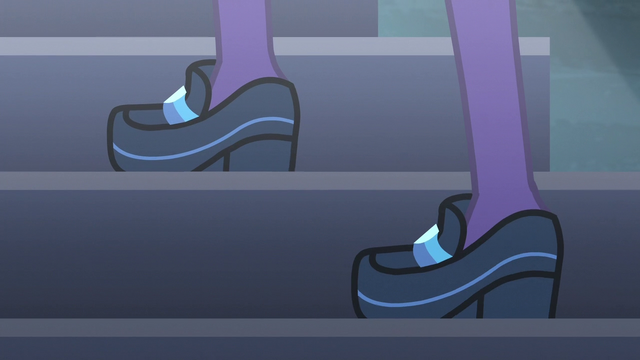 File:Twilight Sparkle climbing stairs EG3.png