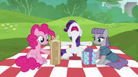 "Rarity ""just open them already!"" S6E3"