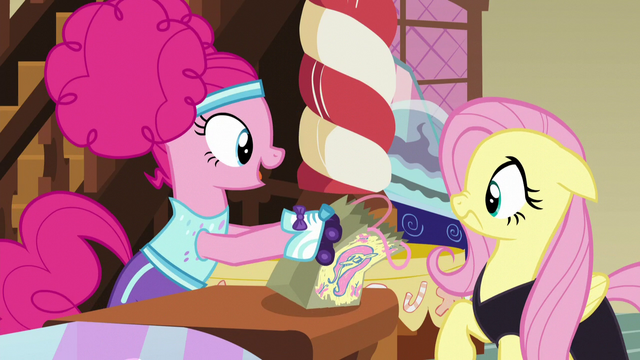 File:Pinkie gives Fluttershy her candy bag S5E21.png