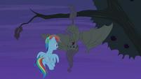 Flutterbat hisses at Rainbow Dash S4E07