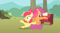 Apple Bloom trips S1E18