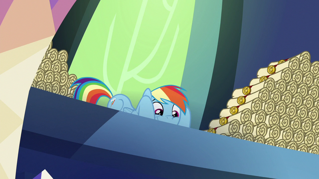 File:Rainbow Dash looking very mischievous S6E15.png