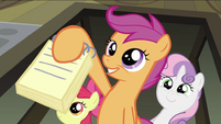 Scootaloo showing notebook S2E23