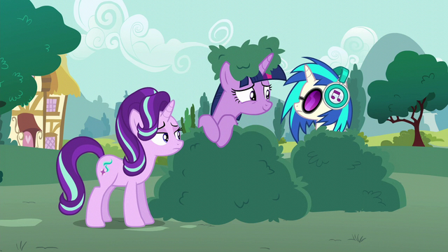 File:Twilight looking at DJ Pon-3 S6E6.png