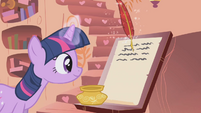 Twilight recording her scientific findings S01E05