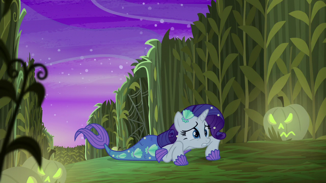 File:Rarity helpless on the ground S5E21.png