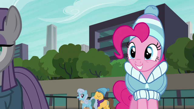 File:Pinkie Pie sees Maud skating S6E3.png