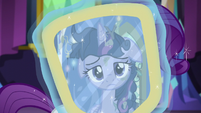 Twilight looking at her reflection S5E3