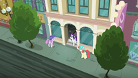 "Rarity ""the perfect location!"" S6E9"