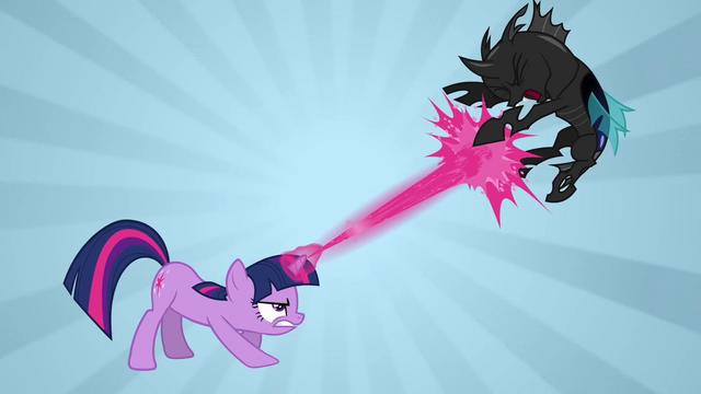 File:Twilight Sparkle attack S02E26.png