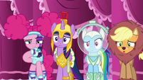 Ponies bewildered by Fluttershy's costume choice S5E21