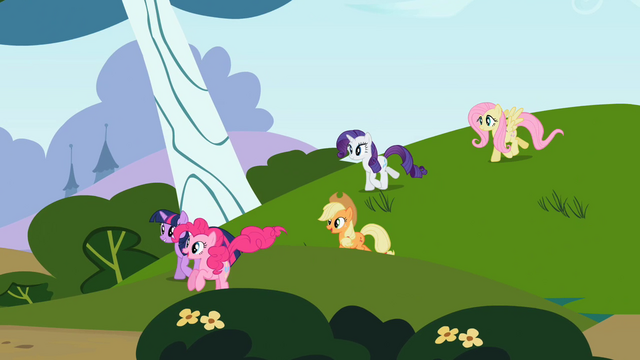File:Rainbow Dash's friends S2E07.png