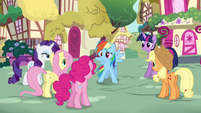 Rainbow Dash thanking her friends S4E21